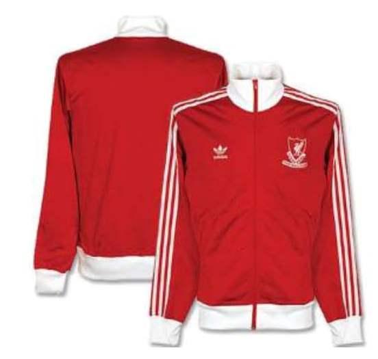 Cooles Ding  adidas Originals mit Liverpool Jacke   Captain Trikot f82b995641