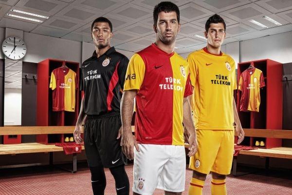 Mit ausrüster nike seine neuen trikots für die neue saison 2011