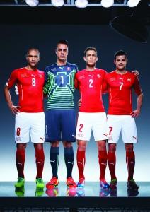 Heimtrikot der Schweizer Nationalmannschaft für die WM in Brasilien_Gökhan Inler, Diego Benaglio, Stephan Lichtsteiner, Tranquillo Barnetta
