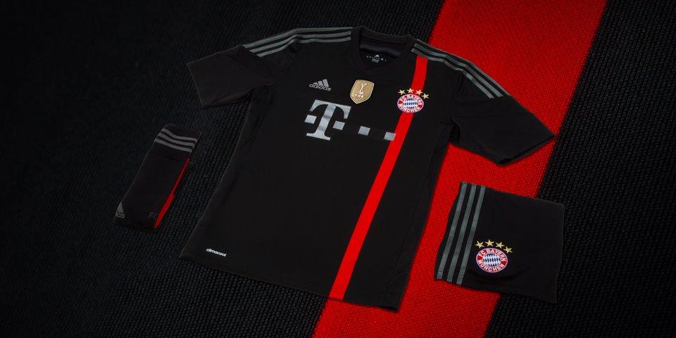 In der FC Bayern Trachtenjacke zum Oktoberfest – Captain Trikot